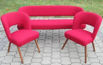 Rote Couchgarnitur